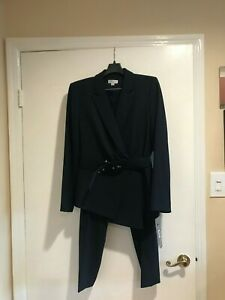 New women's two pieces Tahari pants suit,size 14,with lining, navy color