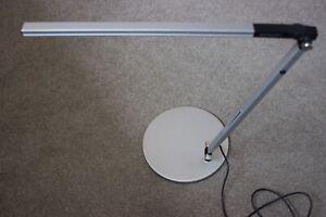 KONCEPT BY ERGO Z-BAR SOLO MINI MODERN CONTEMPORARY DESIGNER LED DESK LAMP. VGC!
