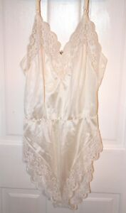 New Madenform White or Ivory Lace Camisole Lingerie Size 34 Bust -You Choose