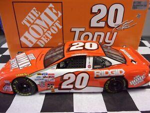 Tony Stewart #20 Home Depot 1999 Pontiac 1:18  Revell Collection NASCAR 22092