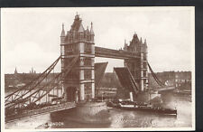 London Postcard - The Tower Bridge and a Steamer Passing   RS4015