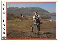 BR90966 highlander at ardvreck castle scotland types folklore costumes