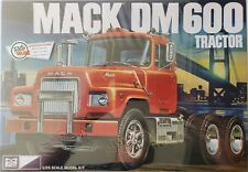 MPC859 - Mack DM600 Tractor 1/25 Scale Plastic Model Kit - MPC-859