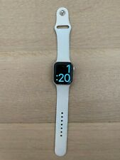 Apple Watch Series 4, 40 mm silver Aluminum Case White Sport Band