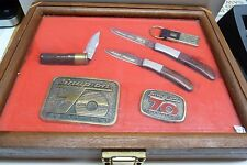 VTG 6PC SNAP-ON KERSHAW KNIVES & BELT BUCKLE COLLECTORS SET IN DISPLAY CASE