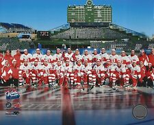 DETROIT RED WINGS 2009 WINTER CLASSIC TEAM 8X10 PHOTO HOCKEY WRIGLEY FIELD COLOR