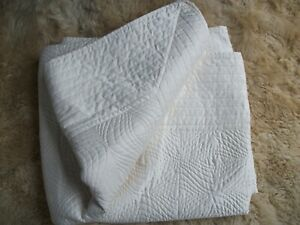 MALINI REVERSIBLE CREAM BED COVER/THROW 200x230cm Double?padded quilted jacquard