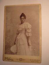 New York USA - 1894 - Carola Soltow als junge Frau im Kleid - Kulisse/ KAB
