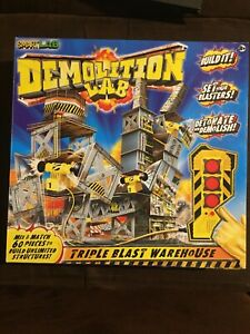 SmartLab Toys Demolition Lab Triple Blast Warehouse - Build and destroy