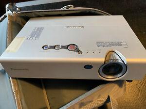 Vidéo projecteur Panasonic pt-lb10nte