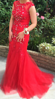 """STUNNING FULL-LENGTH SLEEVELESS RED LACE """"PROM/EVENING"""" DRESS WITH SEQUIN STONES"""