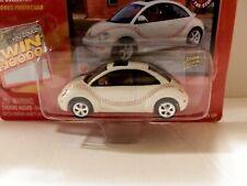 Johnny Lightning Volkswagen 2000 New Beetle