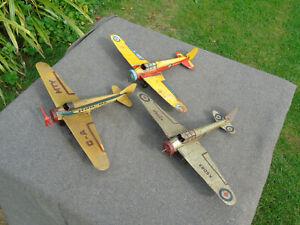 3 Mettoy Tinplate Skyliner Genre Aeroplanes