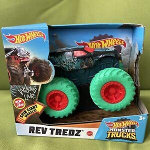 2020 Hot Wheels Monster Trucks 1:43 REV TREDZ SPIN GIANT WHEELS Widow's Lair 3+