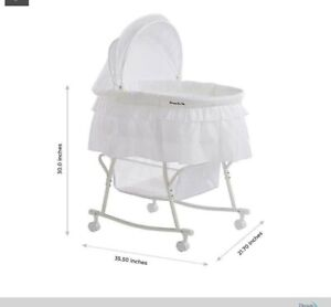 Dream On Me Lacy Portable 2 in 1 Bassinet and Cradle in white