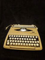 Smith Corona Corsair Beige Portable Manual Typewriter With Case Vintage w/issues
