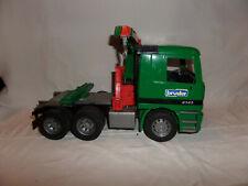 Bruder Zugmaschine mit Ladekran grün 02666