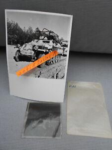 Foto-Negativ: WH-Funk-Schützen-Panzer mit Tarnanstrich an der Ostfront 1943 / 44