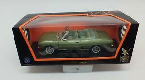 Road Signature Collection 1969 Chevy Corvair Monza 1/18 Scale Diecast Green