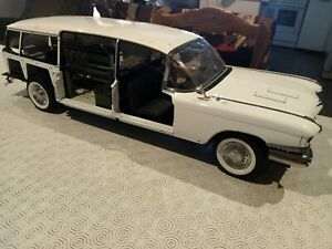 build the Cadillac Ghostbusters Ecto-1 scale 1/8 Eaglemoss issues N°1 to N°80