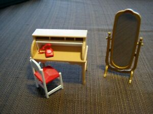VINTAGE TOMY DOLLHOUSE SMALLER HOMES DESK, CHAIR, MIRROR & TELEPHONE 1970'S NM