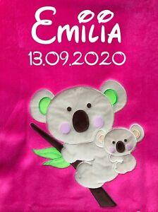 Babydecke bestickt mit Name und Datum pink mit Koala Kuscheldecke Bettdecke Kind