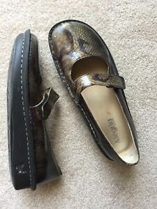 ALEGRIA snake reptile pattent glossy leather olive mary jane shoes 40 9.5 10