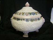 Wedgwood Winchester Barlaston Tk437 Covered Round Casserole Dish has small chip