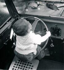 Auto c. 1950 - Enfant Volant Automobile - DIV 12085