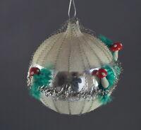 Glasornament Kugel beglimmert mit Drähten und Pilzen aus Schlämmkreide (# 12814)