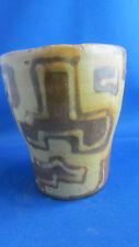 ancien verre ou vase en ceramique vintage  poterie annees 60