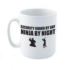 Guardia de seguridad por día Ninja De Noche-Karate / Diversión / Novedad temática Taza De Cerámica