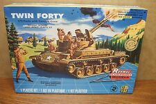 REVELL-RENWALL M42 TWIN FORTY with COMBAT CREW 1/32 SCALE MODEL KIT