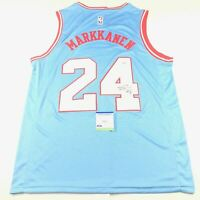 Lauri Markkanen signed jersey PSA/DNA Chicago Bulls Autographed