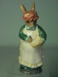 Beswick MRS RABBIT BAKING Figurine ECF13 1998 New Colourway English Country Folk