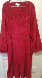 Miss Elaine Woman Size 3X Red Soft Plush Embroidered Quilt Design Robe