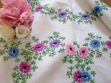 Lovely VINTAGE HEAVY HAND EMBROIDERED IRISH LINEN TABLECLOTH ~ DAISIES FOLIAGE