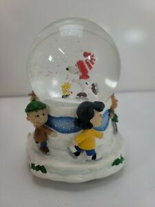 """PEANUTS Snoopy """"Linus and Lucy"""" Snow Water Globe Musical Hallmark Special Ed."""