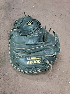 Wilson A2000 Youth Catchers Mitt RH - Black