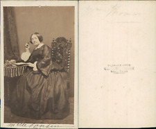 Mademoiselle Cousin CDV vintage albumen Tirage albuminé  6,5x10,5  Circa 1