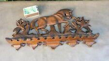 Ancien superbe porte-pipes en bois sculpté à décor d'un cheval 13 places.