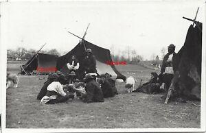 Foto 2 WK Zigeuner Zigeunerlager Unterkunft Zelt Frau und Kinder Männer mit Hut