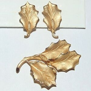 Vintage signed Binder Bros 12K gold filled Xmas holiday holly leaf pin earrings