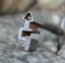 ancienne clef clé en forme de triangle ( serrure ) key schlussel chiave