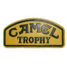 Kleine Camel Trophy Schild Plakette an der Wand Benzin Workshop Herausforderung