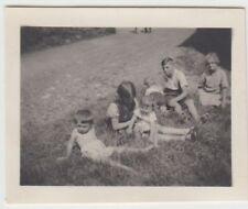 (F22949) Orig. Mini-Foto Würbenthal, Kinder a.d. Wiese i. Grohmann-Kolonie 1932