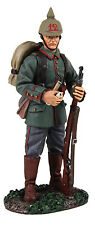 BRITAINS SOLDIERS WW1 GERMAN STANDING WITH PIPE -23082 METAL MILITARY 1.30 SCALE