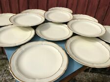 LOT DE 12 ASSIETTES A DESSERT EN PORCELAINE DE LIMOGE B-C FILET DORE