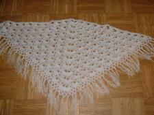 petit chale blanc au crochet pour  bébé ( idéal cadeau , maternitée, baptème )