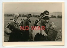 WWII ORIGINAL WAR PHOTO GERMAN  SOLDIERS & OFFICERS POW ON MARCH *